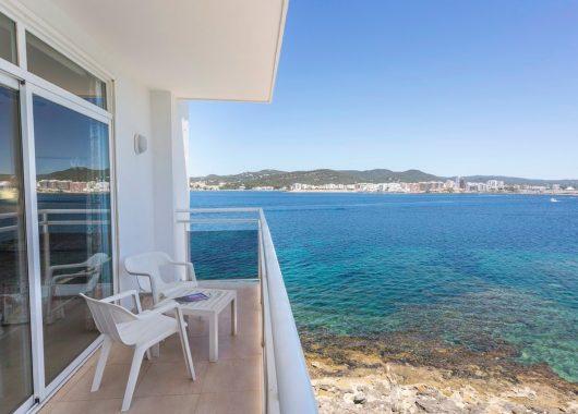 Frühbucher: Eine Woche Ibiza im 3* Hotel mit All In, Flug,Rail&Fly und Transfer ab 396€