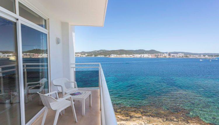 Eine Woche Ibiza im 3* Hotel mit All In, Flug, Rail&Fly und Transfer ab 426€