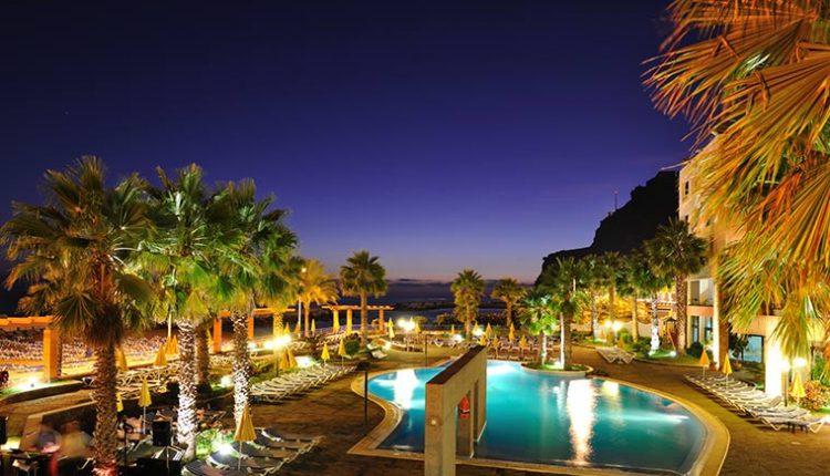 Schnäppchen im Dezember: 1 Woche Madeira im 4* Hotel inkl. Meerblick, Flug, Frühstück, Transfer und Rail&Fly ab 257€