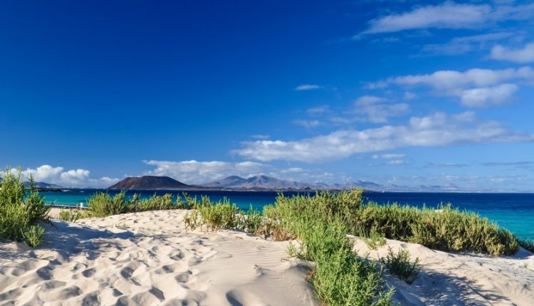 Sonnenurlaub auf Lanzarote – 1 bis 2 Wochen ins 3*Aparthotel inkl. Flügen für bis zu 4 Personen ab 249€