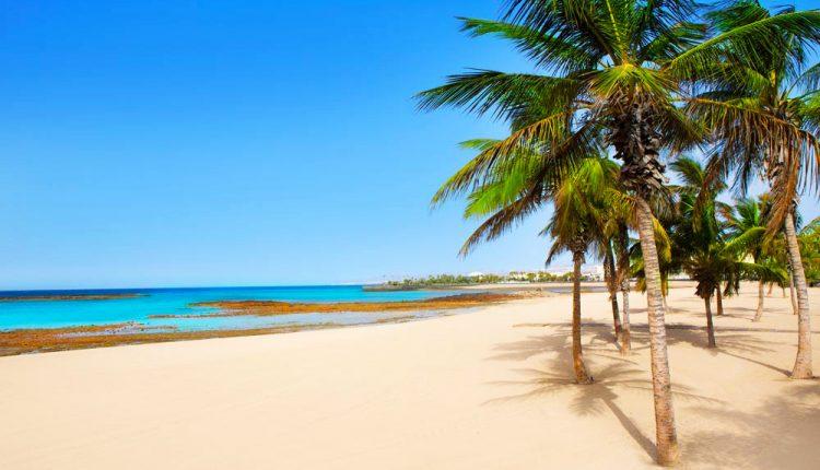 Lanzarote im Januar: 1 Woche im 4* Hotel inkl. Junior Suite, Flug, Rail&Fly Transfer und Frühstück ab 405€