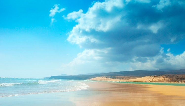1 Woche Fuerteventura im 4,5* Hotel mit All In, Flug, Rail&Fly und Transfer ab 440€