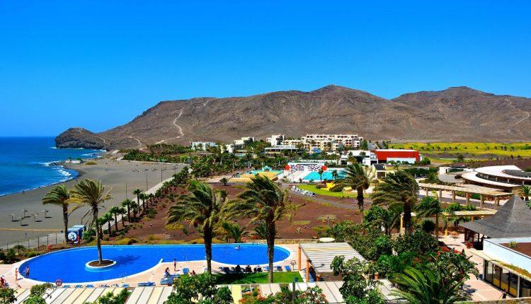 1 Woche Fuerteventura im sehr guten 4* Sporthotel inkl. Flug, Transfer, Zug-zum-Flug und Frühstück für 411€