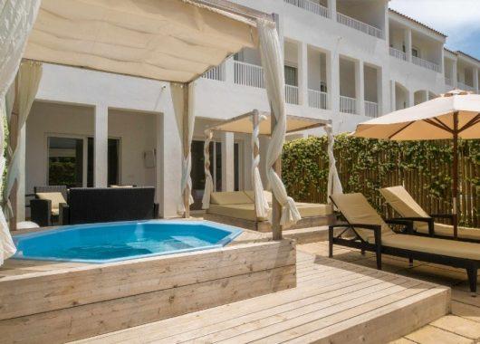 1 Woche Menorca im 3,5* Hotel inkl. HP, Flug, Rail&Fly und Transfer ab 391€