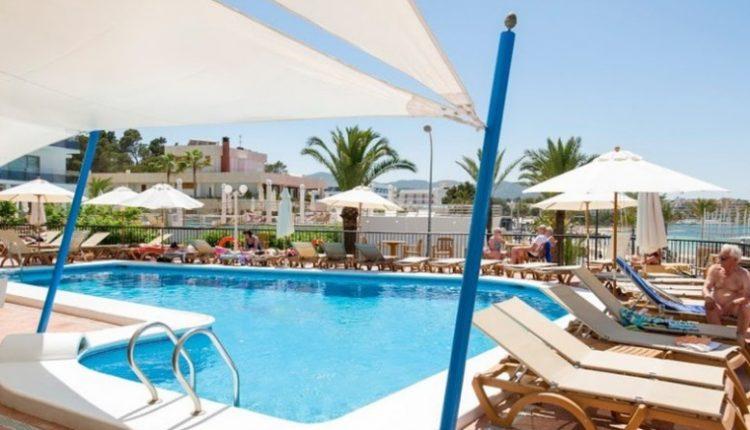 Frühbucher: Eine Woche Ibiza inkl. HP, Flug, Rail&Fly und Transfer ab 325€