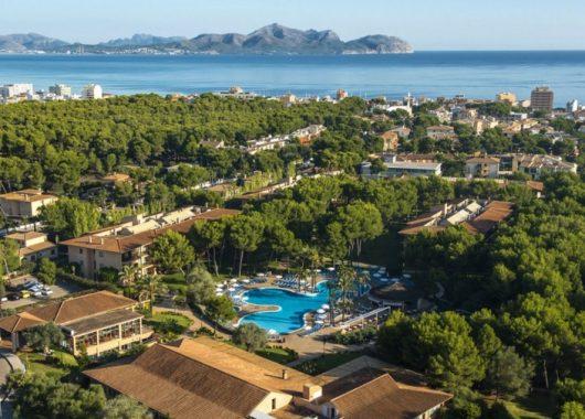 Frühling auf Mallorca: 1 Woche im 4* Apartment mit All In, Flug, Rail&Fly u. Transfer ab 386€
