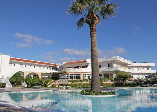 Rhodos: 7 Tage im 3* Hotel mit Gartenblick inkl. Flügen,, Rail &Fly und Frühstück ab 342€