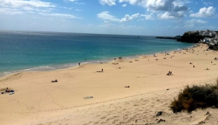 1 Woche Fuerteventura im 3* Apartment mit Meerblick, Flug, Zug-zum-Flug und Transfer ab 276€