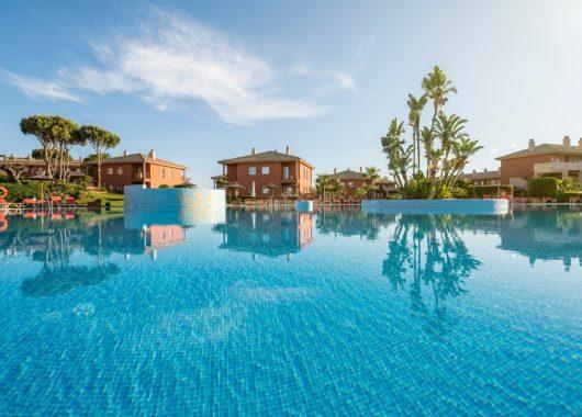 1 Woche Costa de la Luz im Mai: 4* Apartment inkl. Frühstück, Flug, Rail&Fly und Transfer ab 307€