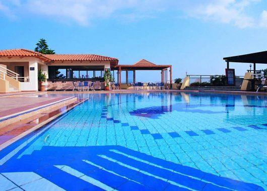 Kreta – 1 Woche ins 3*S Hotel mit Meerblickzimmer, Flügen, Rail&Fly und Halbpension ab 333€