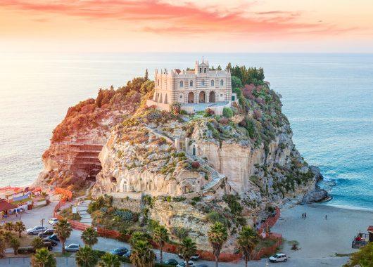 Kalabrien: Eine Woche im 3*Hotel inkl. Meerblick, Flug und Frühstück ab 206€