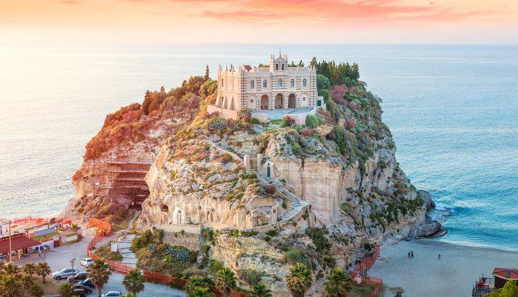 Kalabrien: Eine Woche im 3*Hotel mit Flügen und Frühstück ab 250€