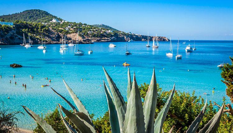 Ibiza im Mai: 1 Woche im guten Hotel inkl. Flug und Frühstück ab 307€ pro Person