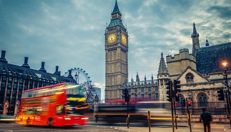 Weihnachtsshopping in London: 1, 2 oder 4 Tage inkl. Busfahrt und optional Hotel mit Frühstück ab 45€