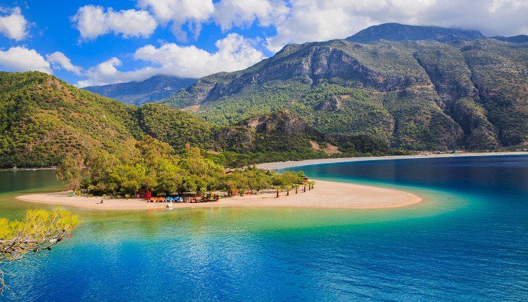 Last Minute: Eine Woche Türkei im 4* Hotel inkl. HP, Flug, Rail&Fly u. Transfer ab 259€