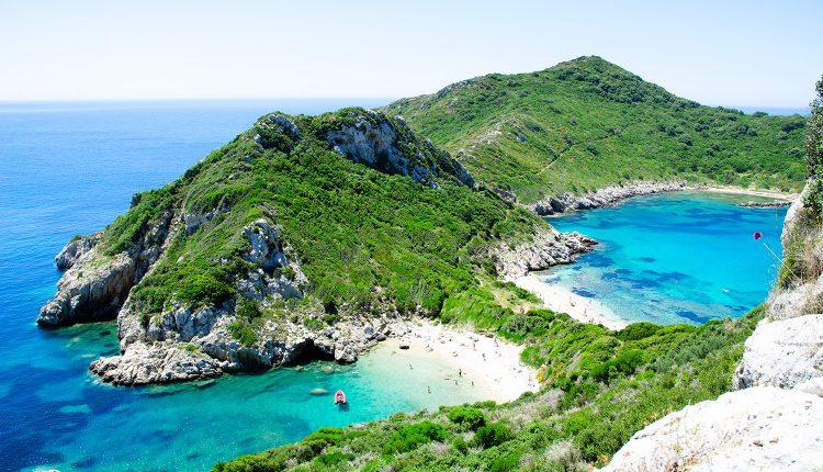 Korfu: 1 Woche im Hochsommer im 3*Hotel mit Flug, Frühstück und Zugticket ab 303€