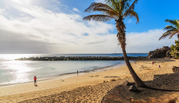 1 Woche Lanzarote im 4* Apartment mit All In, Flug, Rail&Fly u. Transfer ab 389€
