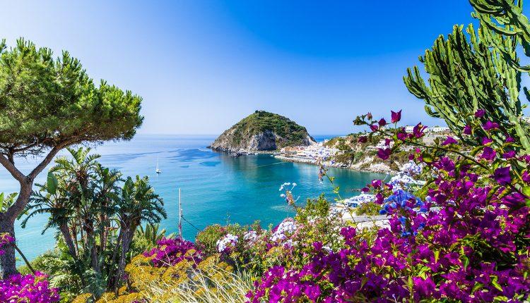1 Woche Ischia im 3* Hotel inkl. HP, Flug und Transfer ab 400€