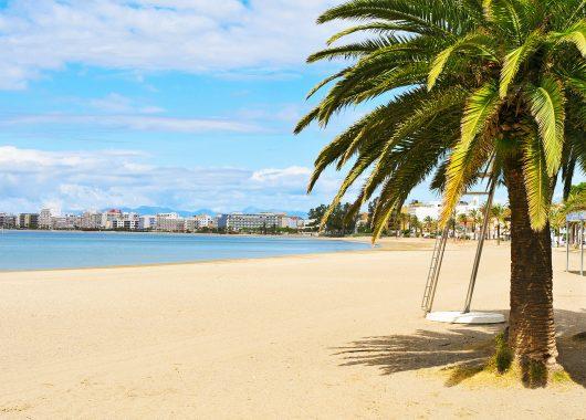 Costa Dorada: 1 Woche im 3*Hotel mit Halbpension, Flug und Zug zum Flug ab 332€