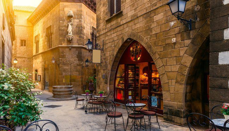 4 Tage Barcelona im zentralen 3* Hotel inkl. Frühstück und Flug ab 122€