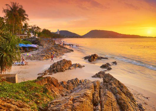 Schnäppchen: 11 Tage Phuket im guten 3* Hotel inkl. Frühstück, Flug, Rail&Fly und Transfer ab 461€