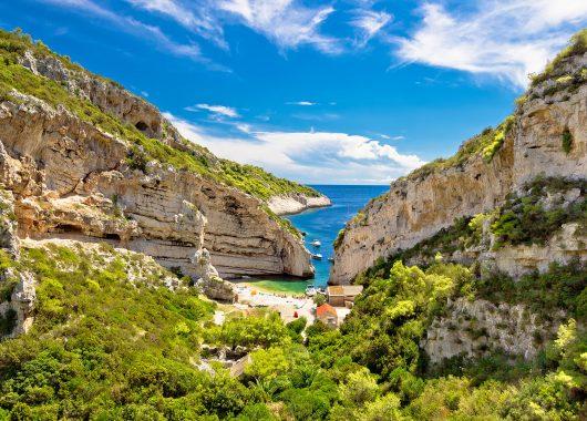 Kroatien im November: 1 Woche im 3*Hotel mit seitlichem Meerblick, Flügen und Frühstück ab 344€