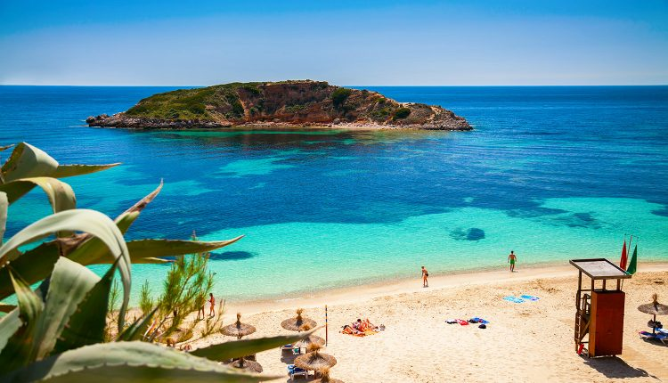 Mallorca im Herbst: 1 Woche im guten Aparthotel inkl. Flug, Rail & Fly, Transfer und Halbpension ab 281€