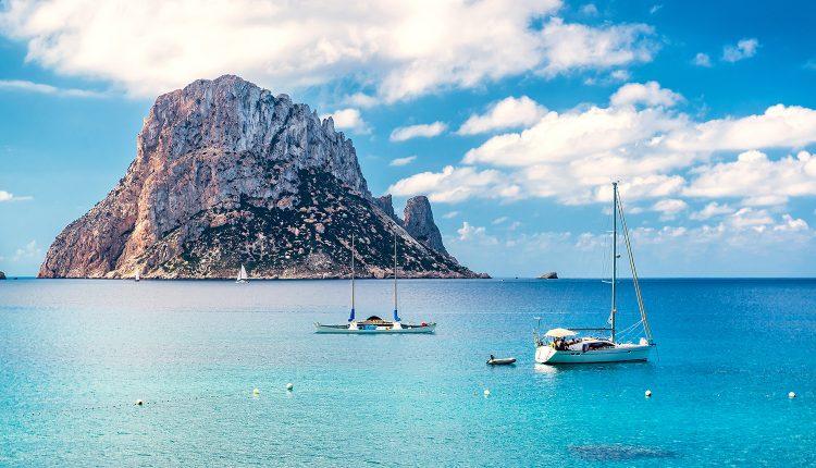Eine Woche Ibiza im 3* Hotel inkl. HP, Flug, Rail&Fly und Transfer ab 350€