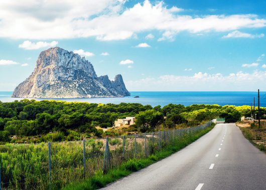 Herbst: Eine Woche Ibiza im 3* Hotel inkl. Frühstück, Flug, Rail&Fly und Transfer ab 347€
