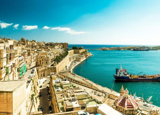 Frühbucher Malta: 1 Woche im 4*Hotel mit Flug, Transfers und Zug zum Flug ab 252€