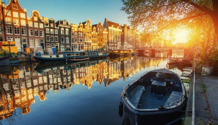 Amsterdam: 3 Tage in einem von sechs 4* Hotels inkl. WLAN und Parkplatz ab 99€ pro Person
