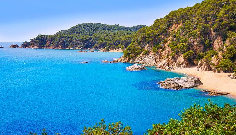 9 Tage an der Costa Brava: 4* Hotel, Flug, Transfer und Halbpension ab 420€