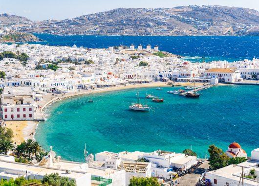 4 Tage Mykonos im Juli: Strandapartment mit Meerblick und Flug ab München für 151€ pro Person