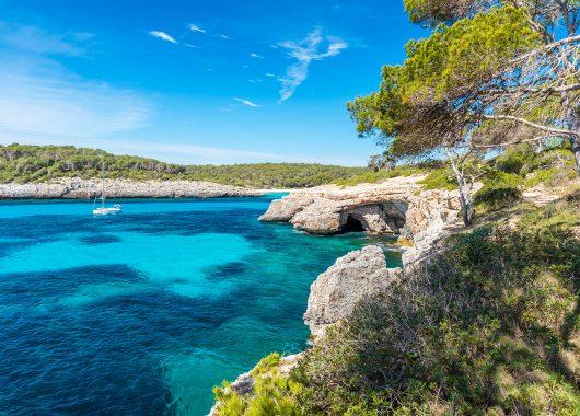 Mallorca: 7 Tage im 3,5* Hotel inkl. Flug, Rail & Fly, Transfer und Frühstück ab 379€