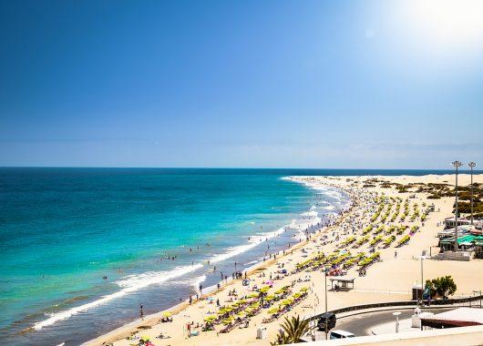Eine Woche Gran Canaria im Dezember: 4* Hotel mit All In, Flug, Rail&Fly u. Transfer ab 597€