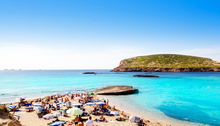 Eine Woche Ibiza im 3* Hotel inkl. HP, Flug, Rail&Fly und Transfer ab 330€