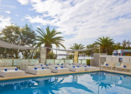 1 Woche Mallorca im sehr guten 4* Hotel Som Fona inkl. Frühstück, Flug, Rail&Fly und Transfer ab 370€