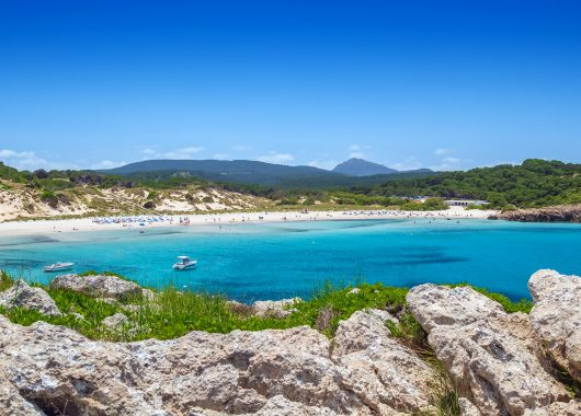 Eine Woche Menorca im 4* Hotel inkl. HP, Flug und Transfer ab 330€