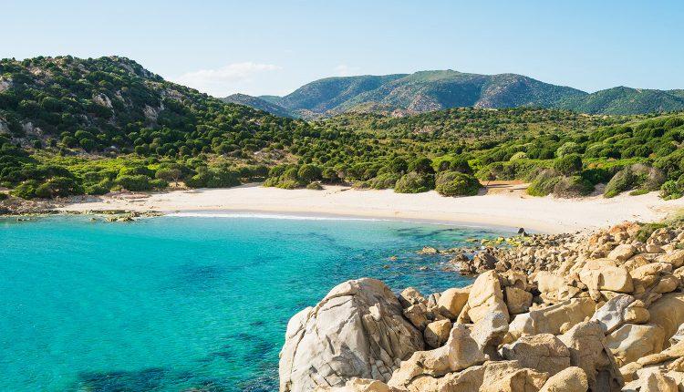 Last Minute: Eine Woche Sardinien im 4* Hotel inkl. Vollpension, Flug & Transfer ab 399€