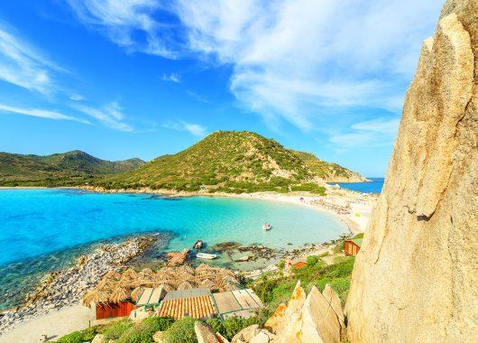 1 Woche Sardinien im 4*Resort mit Flug, Frühstück und Zugticket ab 374€