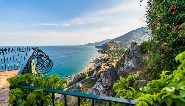 Sommer auf Sizilien: 1 Woche im 4*Hotel inkl. Flug, Frühstück und Zugticket ab 285€