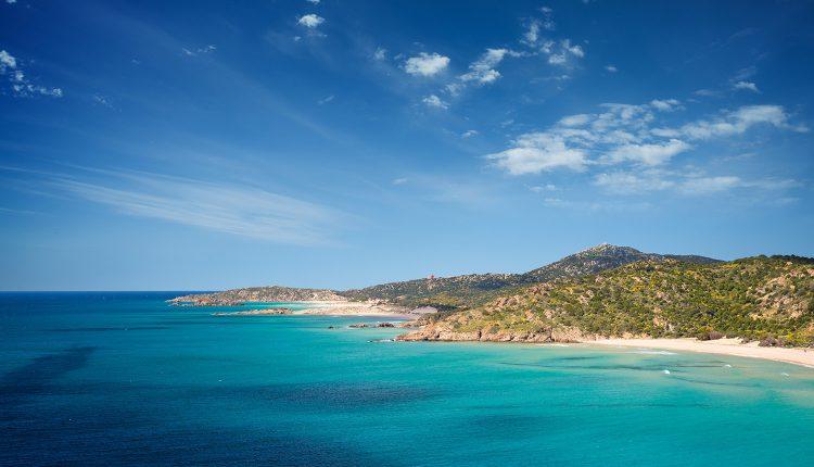 Eine Woche Menorca im 3* Award-Hotel inkl. HP, Flug, Rail&Fly und Transfer ab 373€