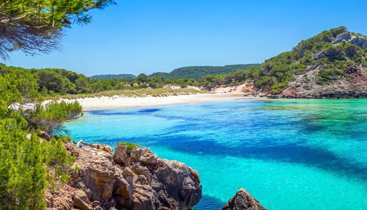 Eine Woche Menorca im Herbst: 4* Apartment inkl. HP, Flug und Transfer ab 454€