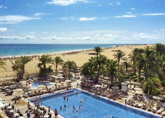 1 Woche Fuerteventura im Dezember: 4* Hotel mit All In, Flug, Rail&Fly und Transfer ab 391€ (mit Gutschein!)