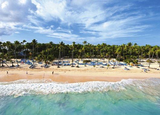 Frühbucher: Eine Woche DomRep im 3,5* Resort mit All In, Flug, Rail&Fly u. Transfer ab 825€