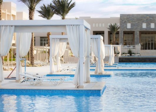 1 Woche Hurghada im 5* Beach Resort mit All In, Flug, Rail&Fly u. Transfer ab 405€