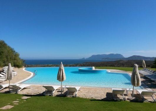 Eine Woche Sardinien im Mai: 4* Hotel inkl. Frühstück, Flug und Rail&Fly ab 412€