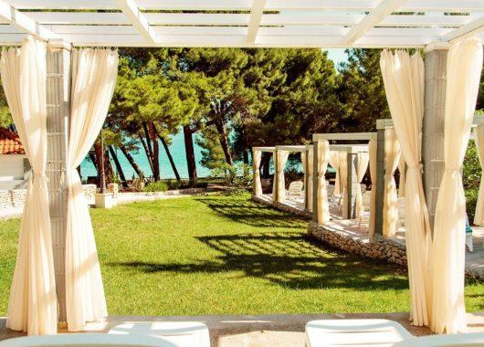 Eine Woche Brac, Kroatien im Herbst: Spitzen 4* Hotel mit All In, Flug, Rail&Fly und Transfer ab 406€