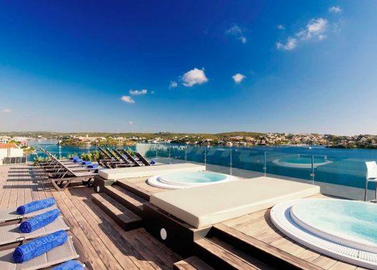 Eine Woche Luxus auf Menorca: 4* Hotel inkl. Frühstück & Flug ab 524€