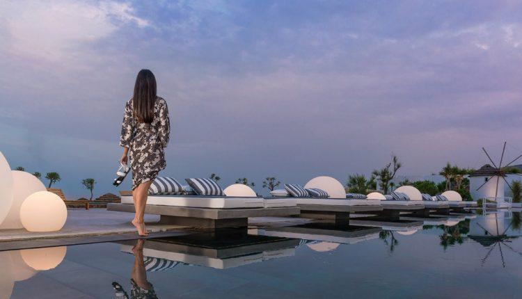 Eine Woche Santorini Ende April: 4* Hotel inkl. Frühstück, Flug, Rail&Fly und Transfer ab 475€
